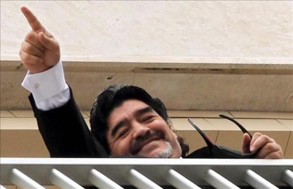Maradona, en centro de salud argentino por una revisión rutinaria. Foto: EFE