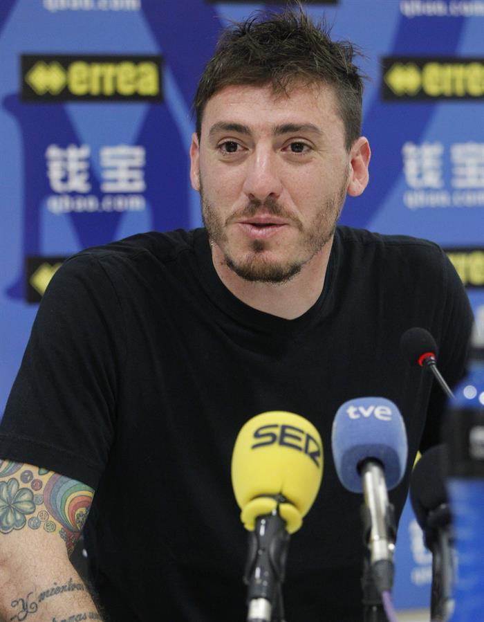 Cristian Álvarez (c), nuevo portero argentino del Rayo Vallecano, durante su presentación. Foto: EFE