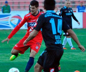 Universitario, en casa, inicia con victoria 2-0 sobre Deportes Iquique