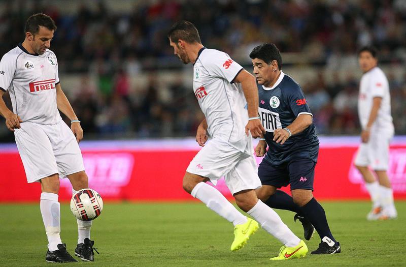 Maradona, Simeone, Valderrama  y Zamorano volvieron a sentirse jugadores en 'el partido por la paz'. EFE