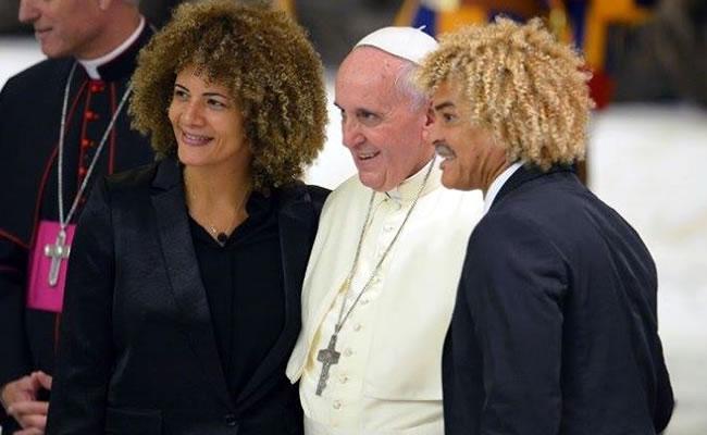 El 'Pibe' Valderrama visitó al Papa Francisco previo al partido de la Paz. Foto Twitter.com