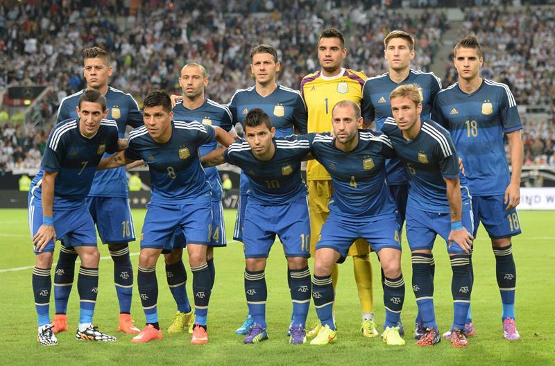 Los jugadores de Argentina forman antes del partido amistoso ante Alemania. EFE