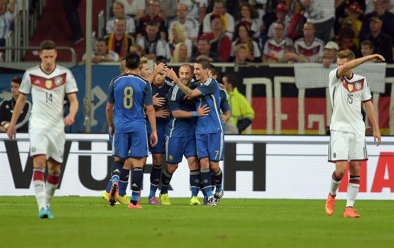 Jugadores de Argentina celebran el 1-0 ante Alemania. EFE