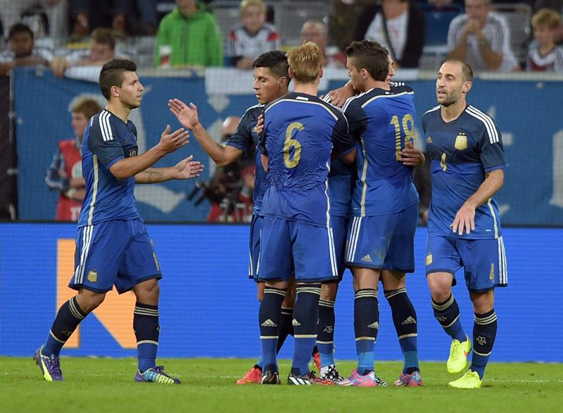 Jugadores de Argentina celebran el 2-0 ante Alemania. EFE