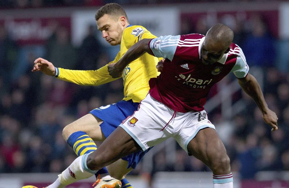 Arsenal y City se miden con objetivo de no perder comba con el líder Chelsea. Foto: EFE