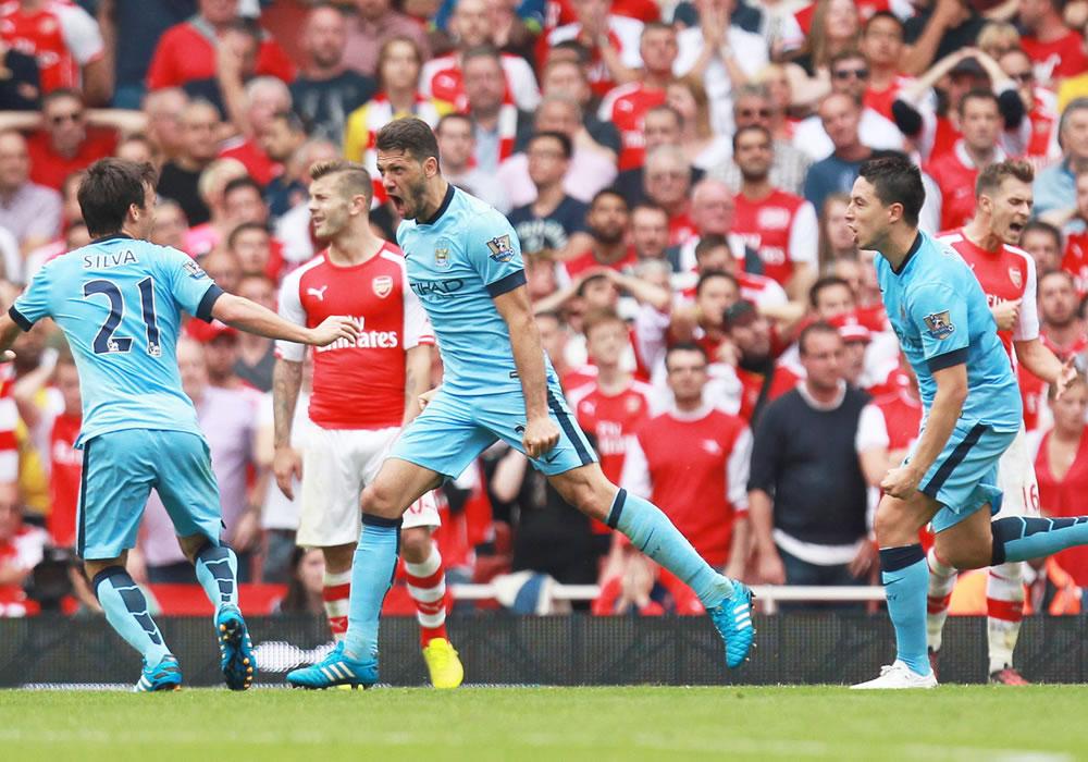 El defensa argentino Martín Demichelis rescata al City ante el Arsenal. Foto: EFE