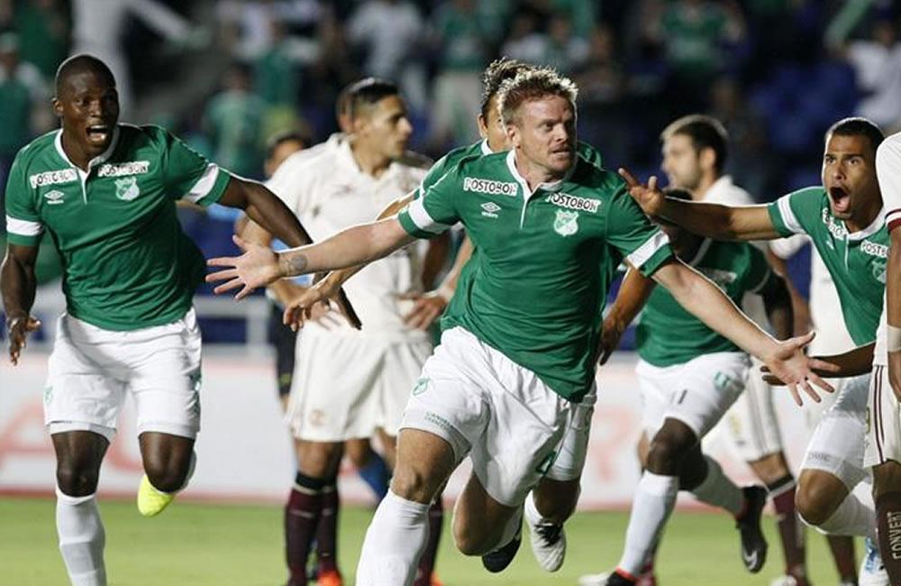 Peñarol quiere hacer pesar su experiencia frente al peligroso Deportivo Cali. Foto: EFE