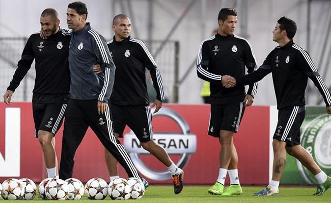 Los intergrantes del Real Madrid de izqa a dcha: el francés Karim Benzema, el segundo entrenador Fernando Hierro. Foto: EFE