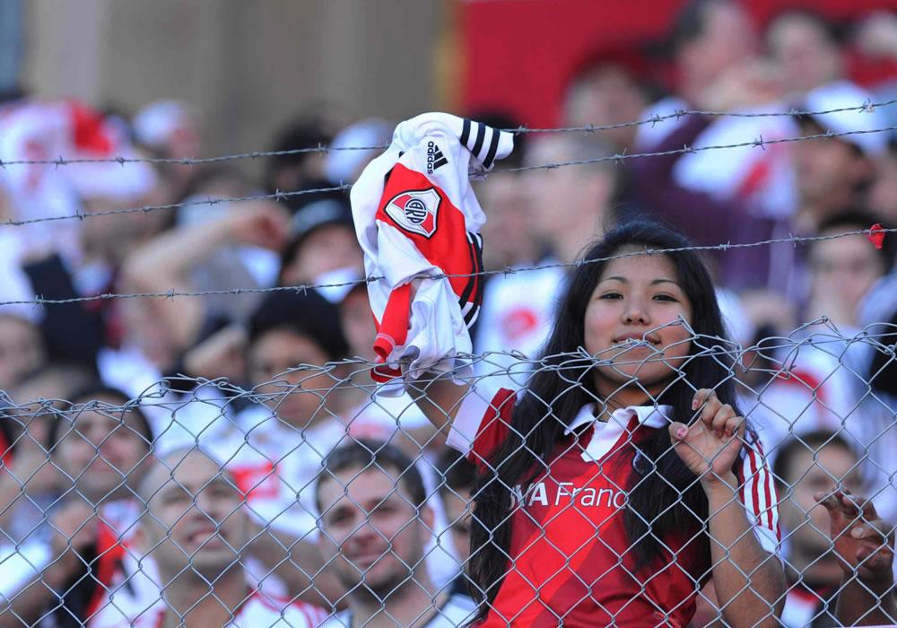 Hinchas compran en cuatro minutos últimas 5.000 entradas para el Superclásico. Foto: EFE/Archivo
