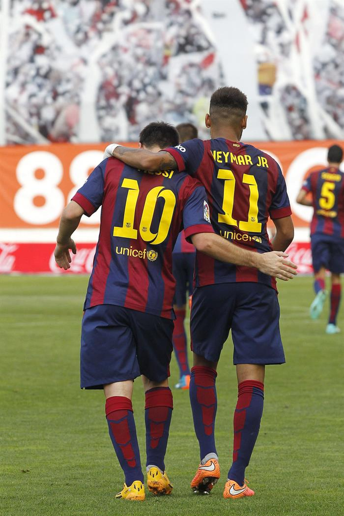 Los jugadores del Barcelona Neymar da Silva (d) y Leo Messi celebran uno de los goles ante el Rayo Vallecano. Foto: EFE