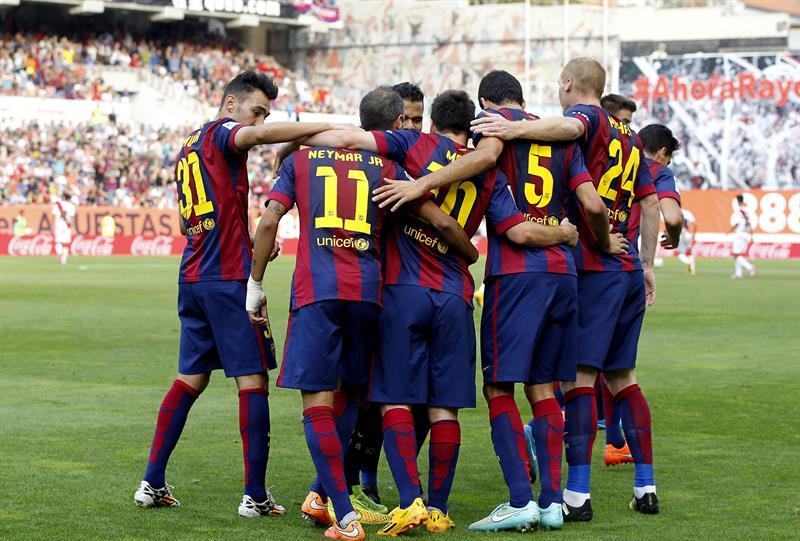 Los jugadores del Barcelona celebran su primer gol ante el Rayo Vallecano. Foto: EFE