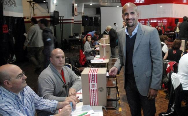 Juan Sebastián Verón fue electo como nuevo presidente de Estudiantes. Foto Twitter.com