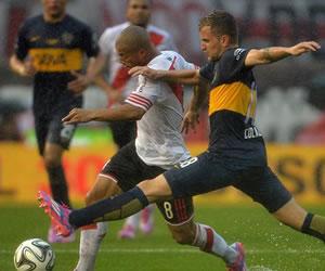 River y Boca sellaron un empate en un Superclásico marcado por la lluvia