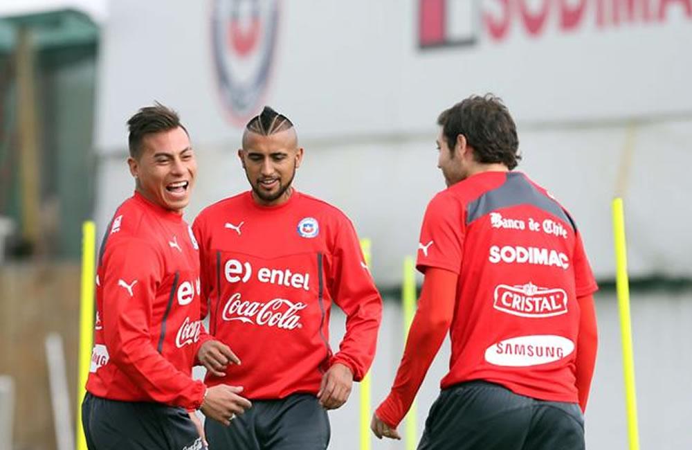 Chile y Perú se topan caras en partido que más que amistoso es un clásico. Foto: EFE