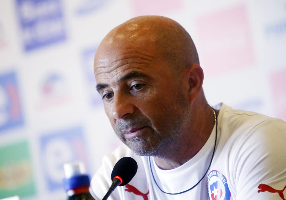 El DT de la selección chilena de fútbol, el argentino Jorge Sampaoli, participa en rueda de prensa. Foto: EFE