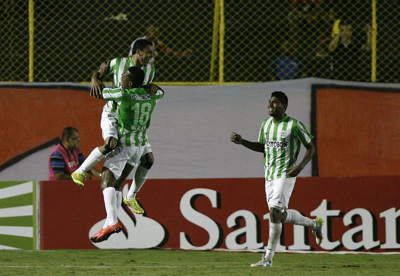 Nacional le ganó 0-1 a Vitória en Brasil con gol de Bocanegra y pasó a cuartos de final. Foto: EFE