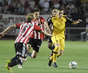 Por un boleto a cuartos Peñarol ante Estudiantes