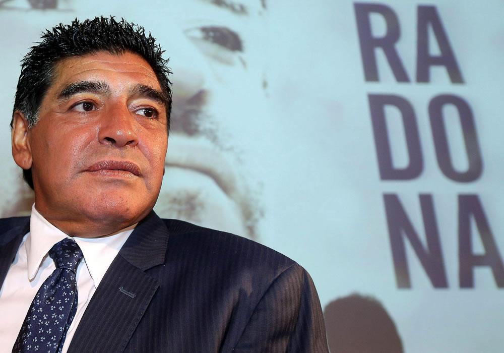Diego Maradona, Ancelotti y Cannavaro, en Salón de la Fama del fútbol italiano 2014. Foto: EFE