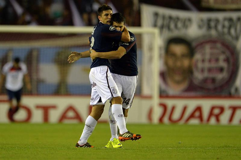 Diego Braghieri de Lanús festeja su anotación ante Cerro Porteño de Paraguay. Foto: EFE
