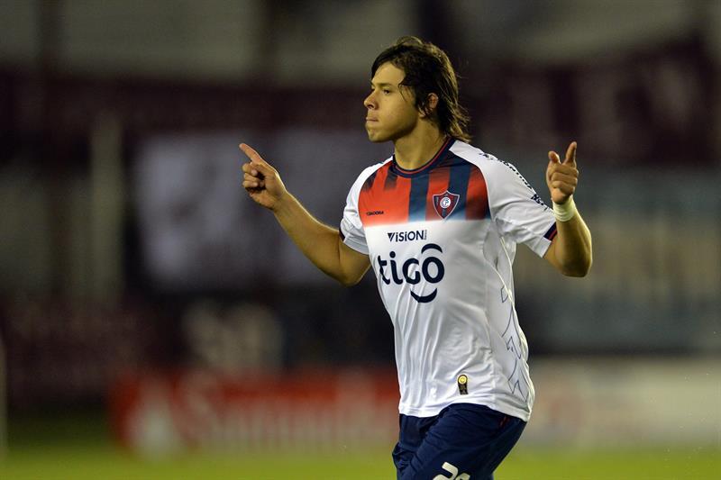 Oscar Romero de Cerro Porteño de Paraguay festeja su gol ante Lanus. Foto: EFE