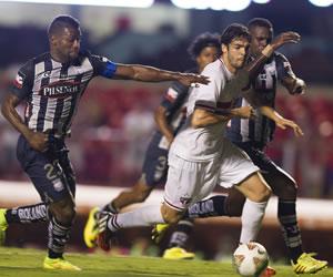 Sao Paulo se complica en el segundo tiempo, pero consigue tomar ventaja