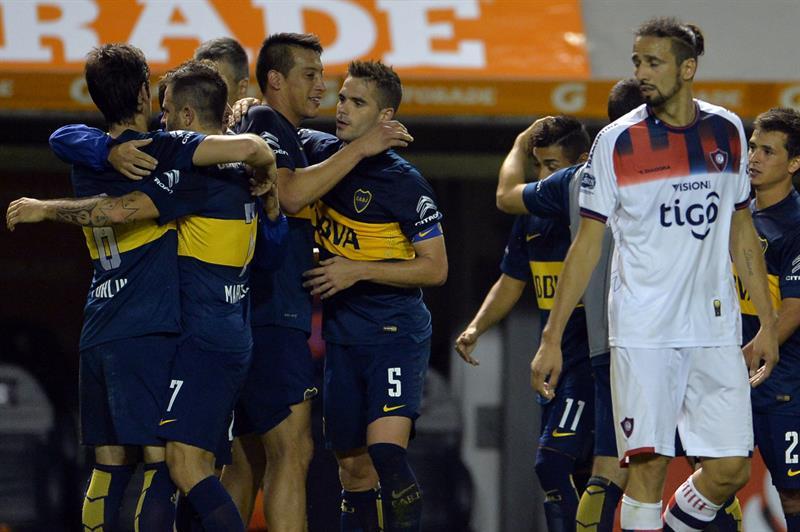 Jugadores de Boca Juniors celebran la victoria 1-0 ante Cerro Porteño hoy, jueves 30 de octubre de 2014. Foto: EFE