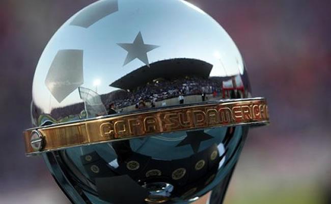 Emelec, César Vallejo, Estudiantes y Cerro con reto de mudar historia adversa. Foto: EFE