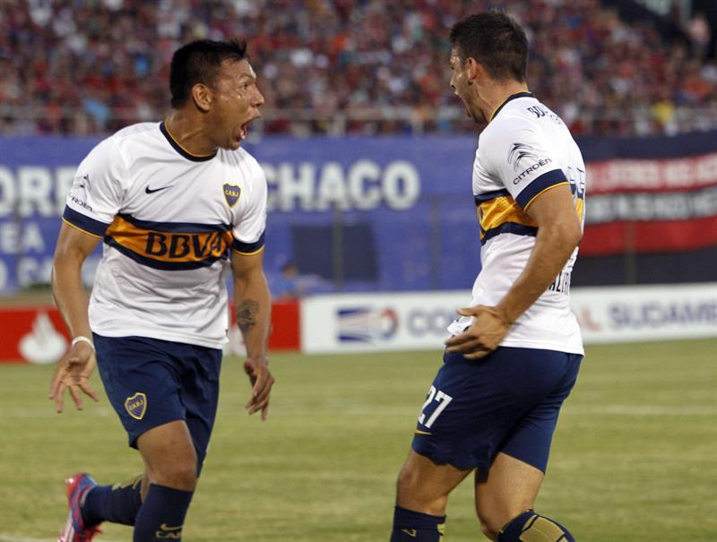 El jugador de Boca Juniors Jonathan Calleri (d) celebra un gol ante el Cerro Porteño. Foto: EFE