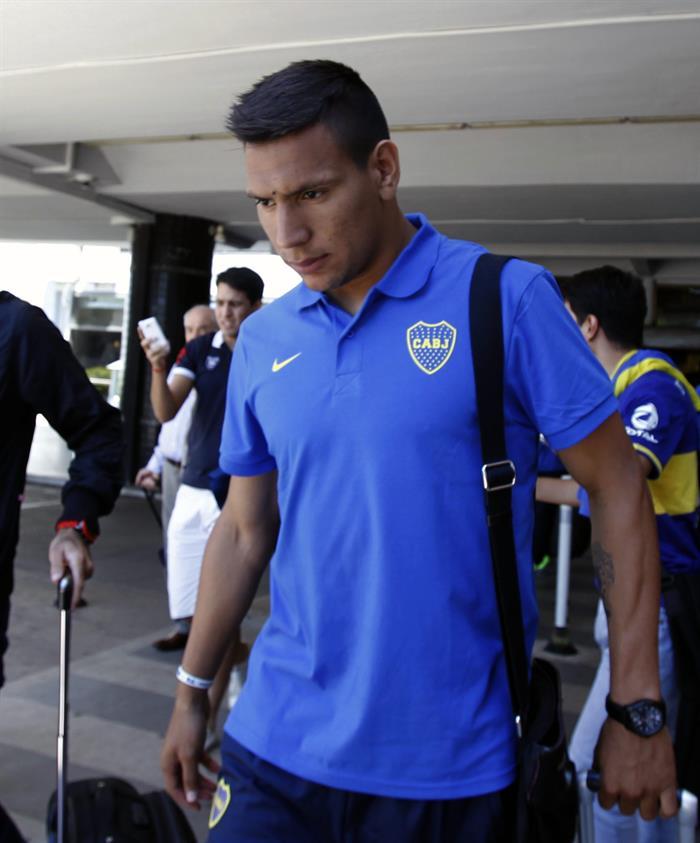 El jugador del equipo argentino Boca Juniors Emanuel Gigliotti llega a Asunción. Foto: EFE