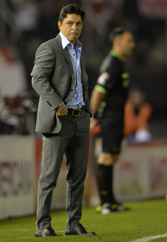 El entrenador de River Plate, Marcelo Gallardo, reacciona ante Estudiantes de La Plata. Foto: EFE