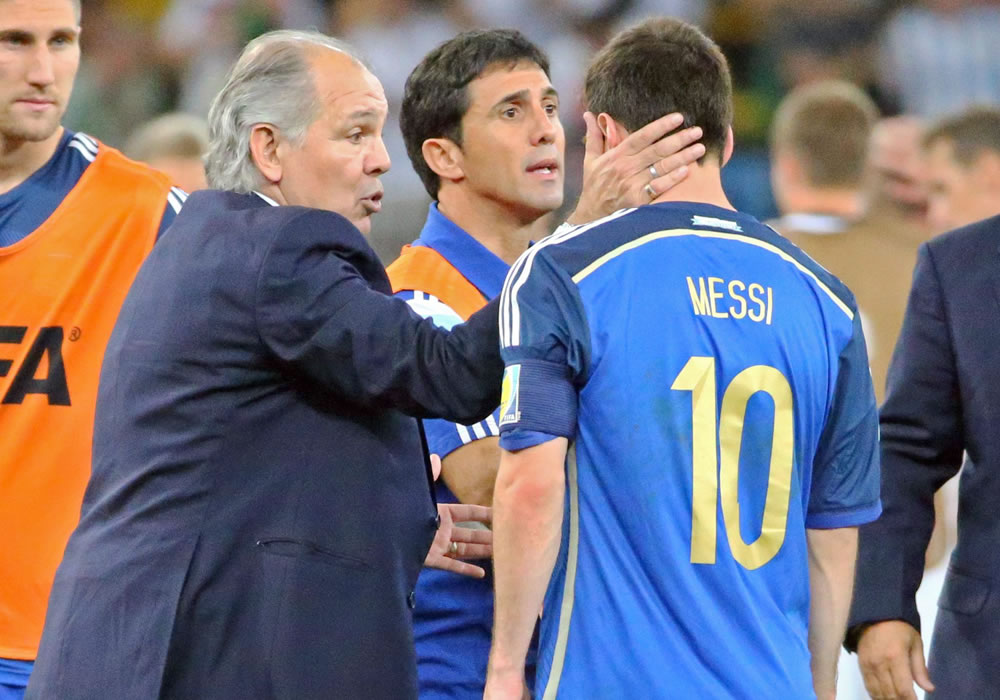 Martino, seleccionador argentino, brindó otra muestra de apoyo a Lionel Messi y expresó que siempre sería su candidato para el Balón de Oro. Foto: EFE