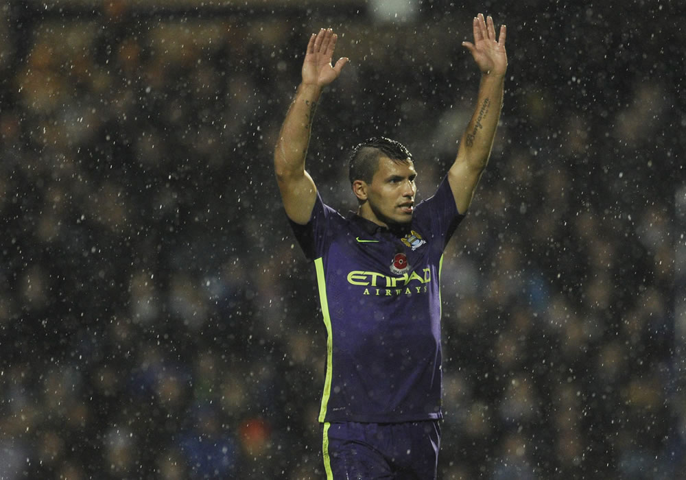 Sergio 'Kun' Agüero salva un punto en la visita del Manchester City al QPR. Foto: EFE