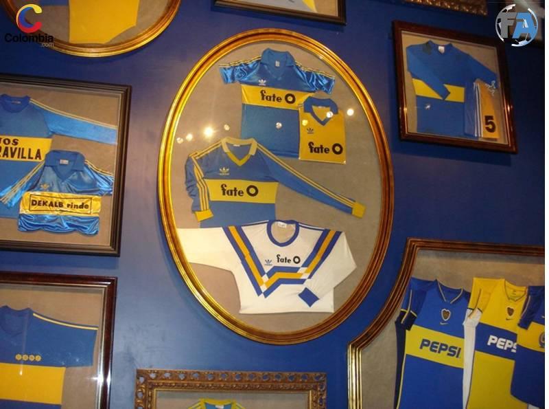 Muestra de las camisetas del equipo a lo largo de la historia. Foto: Colombia.com.