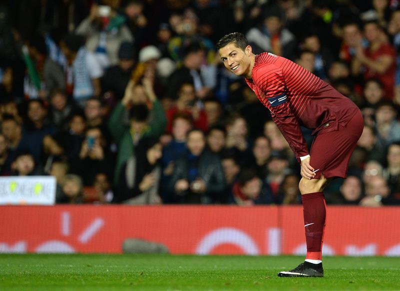 El jugador de Portugal Cristiano Ronaldo ríe durante un partido contra Argentina. Foto: EFE
