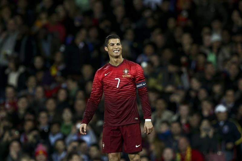 El jugador de Portugal Cristiano Ronaldo reacciona después de una jugada contra Argentina. Foto: EFE