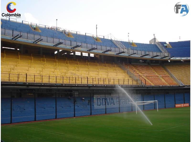 Así se cuida el campo de juego del estadio. Foto: Interlatin