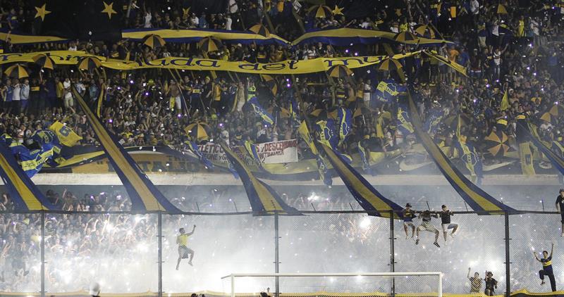 Vista de aficionados de Boca Juniors durante el partido de semifinales de la Copa Sudamericana en La Bombonera. EFE