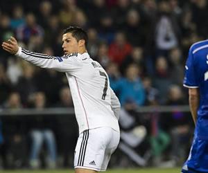 Cristiano da el récord a Ancelotti en un noche sin brillo