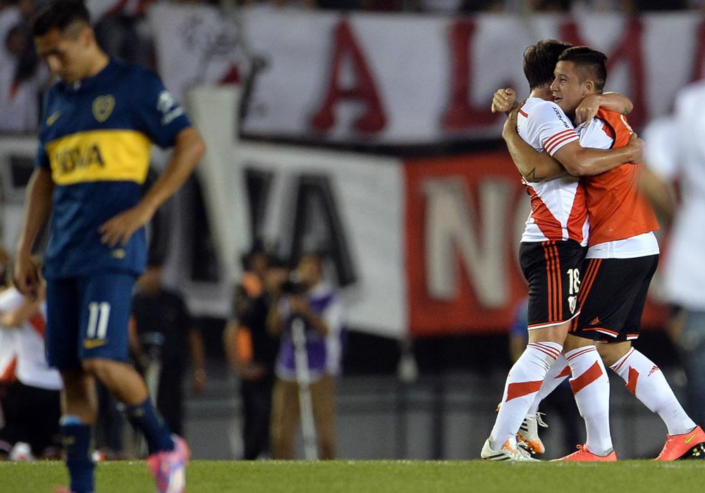 Jugadores de River Plate celebran tras ganar 1-0 ante Boca Juniors, durante la semifinal de la Copa Sudamericana. EFE