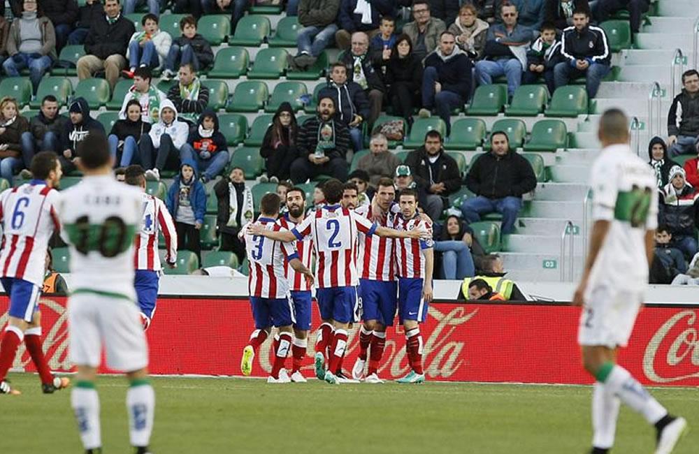 Los jugadores del Atlético de Madrid celebran el gol marcado por su compañero. Foto: EFE