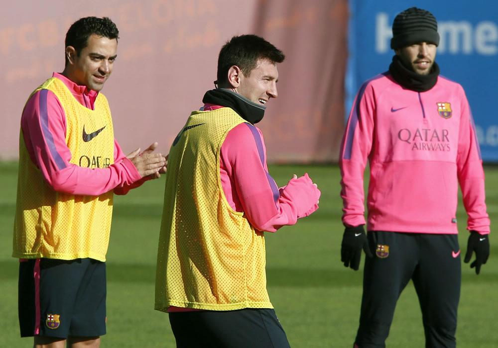 Los jugadores del FC Barcelona Xavi Hernández, Messi y Jordi Alba, durante el entrenamiento del equipo en Sant Joan Despí. Foto: EFE