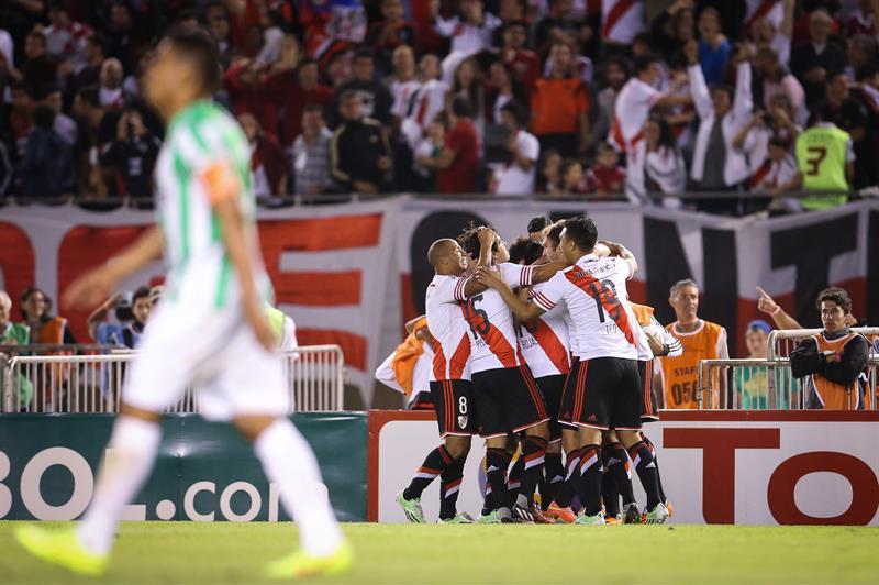 River ganó la Copa tras igualar 1-1 con Nacional en Medellín y ganar 2-0 en Argentina. Foto: EFE