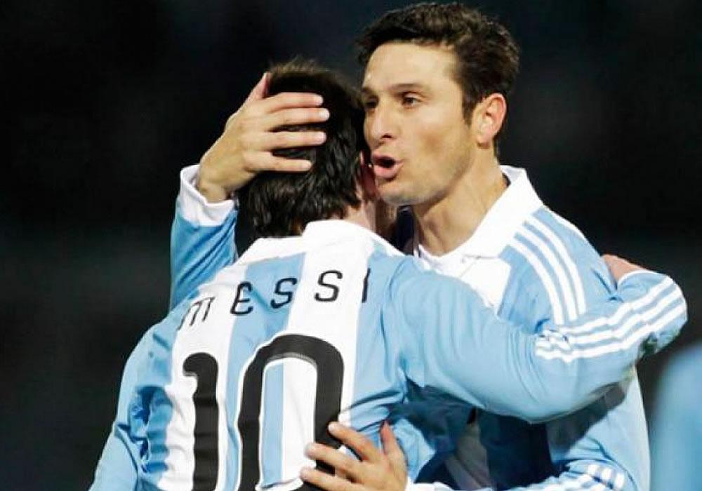 """El exdefensor del Inter de Milán y de la selección argentina Javier Zanetti deseó que su compatriota Leo Messi, al que definió como """"un grande"""", gane el Balón de Oro. Foto: EFE"""