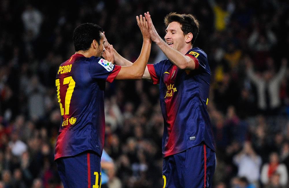El delantero argentino del FC Barcelona, Leo Messi, y su compañero de equipo Pedro Rodríguez. Foto: EFE