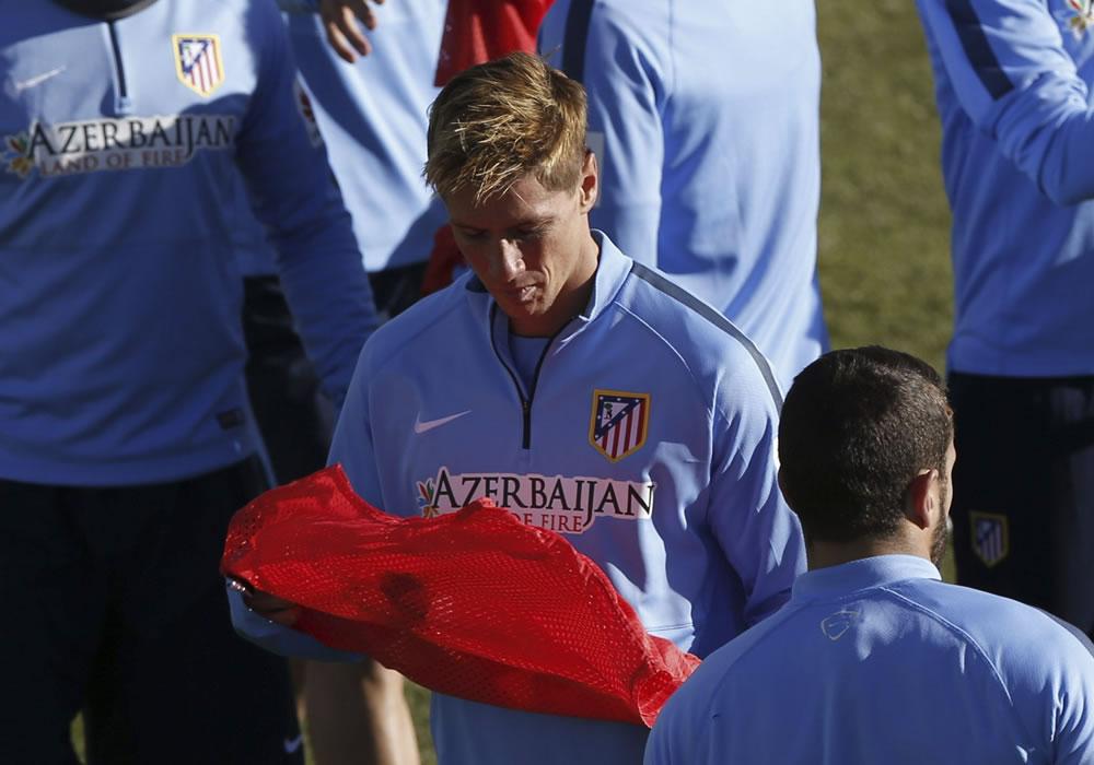 El jugador del Atlético de Madrid, Fernando Torres, durante el entrenamiento en el Cerro del Espino. Foto: EFE