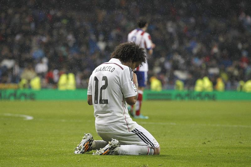 El defensa brasileño del Real Madrid Marcelo Vieira al término del partido de vuelta de los octavos de final de la Copa . EFE