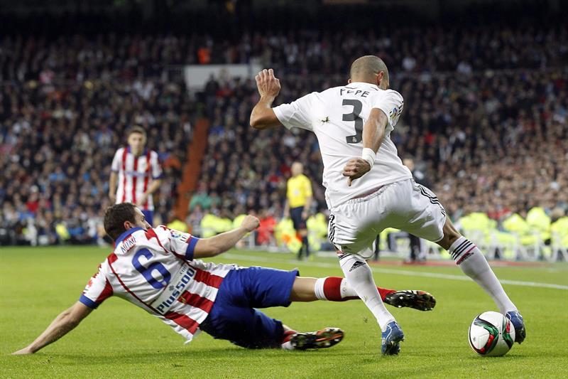 El defensa portugués del Real Madrid Képler Laveran Lima