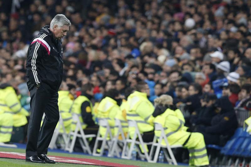 El técnico italiano del Real Madrid Carlo Ancelotti durante el partido de vuelta de los octavos de final . EFE