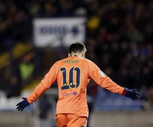 Barcelona se apoya en la inspiración de Messi para golear al Depor