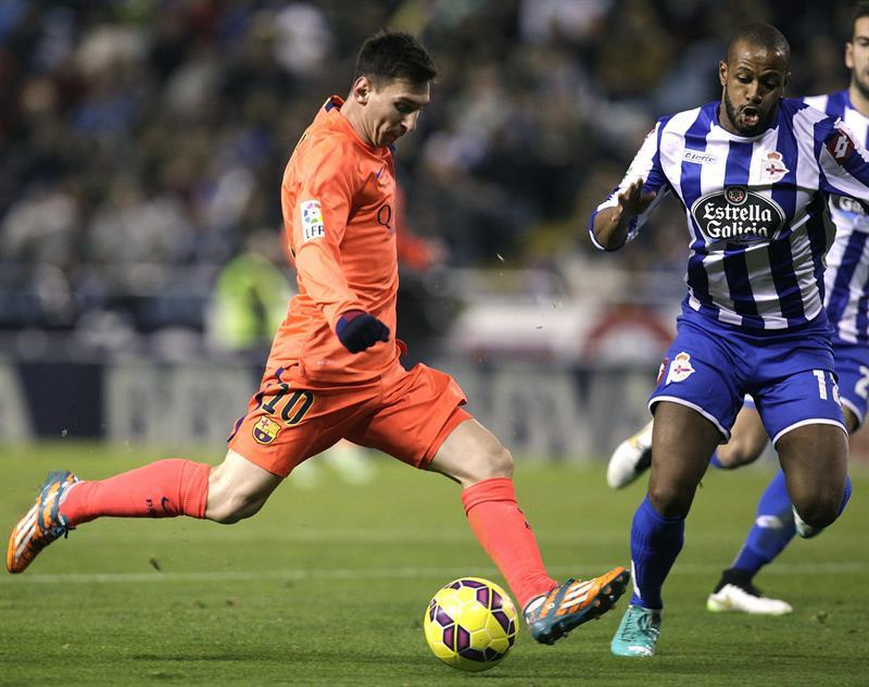 El delantero argentino del FC Barcelona Lionel Messi se dispone a disparar. Foto: EFE